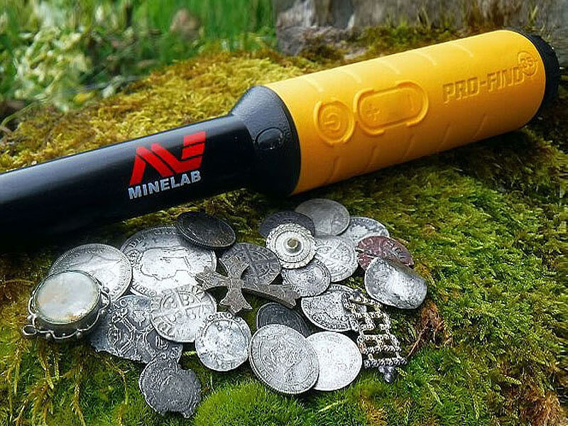 Minelab metal detecting Pinpointer and coins
